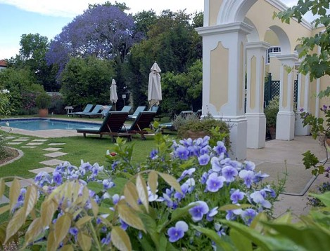 SA-Winelands-River Manor- Pool gardens