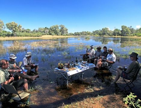 BO-SelindaAdventureT-Copyright_Beverly_Joubert-waterpicknick
